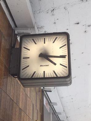 17 best images about horloges industrielles wall clock. Black Bedroom Furniture Sets. Home Design Ideas