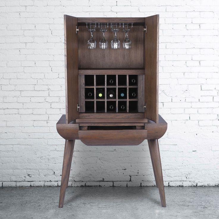 Rafia Brown Wine Kabinet adalah sebuah paket dengan bentuk yang stylish dan sangat fungsional. Terbuat dari kayu jati dan finishing yang sangat kaya akan warna coklatnya, kabinet yang sangat sempurna untuk wine dan minuman lainnya yang berukuran kecil. Pada dasarnya yang berbentuk bulat dengan gaya retro dan kaki yang miring, memiliki laci yang berguna sebagai tempat penyimpanan kotrek dan aksesoris lainnya, kabinet ini memiliki ruang yang cukup untuk 15 botol anggur dan minuman lainnya…