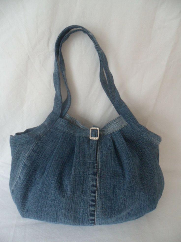 "Sac en jean bleu recyclé style ""besace"" : Sacs à main par juma-crea"