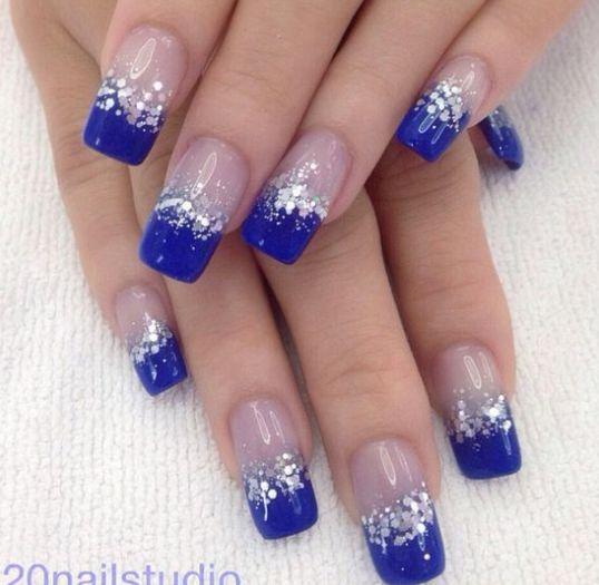 uñas-decoradas-para-quinceañeras-azul-rey.png (538×525)