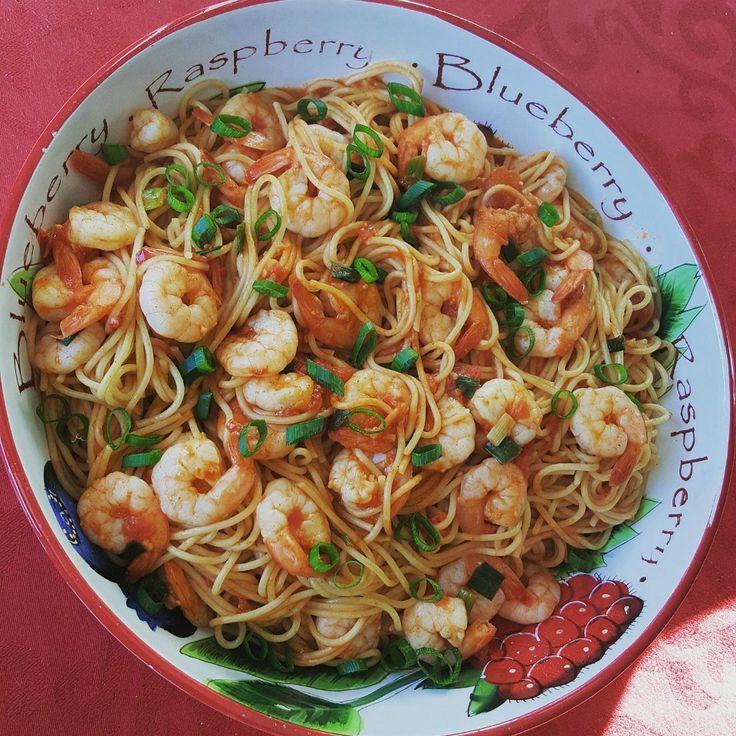 Super Simple Spaghetti Prawn Marinara