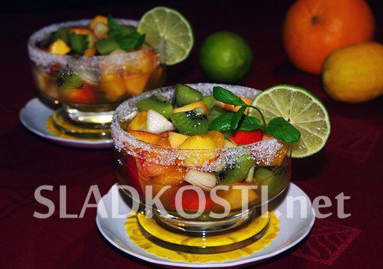Ovocný pohár s citrusovou šťávou