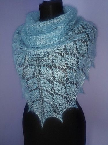 Ravelry: My Little Shepherdess Shawl/Пастушка pattern by Lyubov Shalnaya free