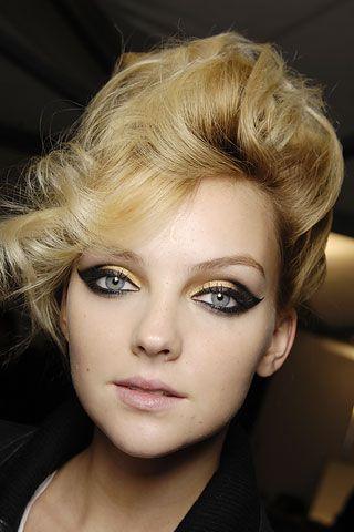 : Make Up, Makeup Inspiration, Eye Makeup, Cat Eyes, Hair Makeup, Makeup Ideas, Beauty, Gold, Black