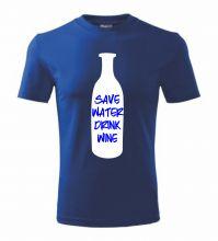 Originálne unisex tričko save water drink wine / šetri vodou, pi víno. Je jedno z najoriginálnejších tričiek na trhu. Neváhajte a objednajte si toto vtipné a coolove tričko vyrobené zo 100% bavlny. Najoriginálnejšie motívy jedine na fajntricko.sk.