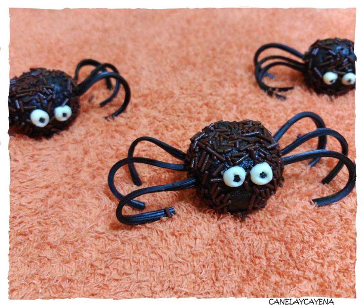 Receta para halloween de arañas de oreo, explicada paso a paso con fotografías y útiles consejos.