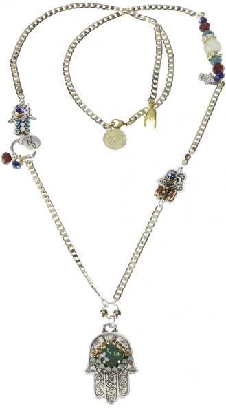 Necklace, ketting, goud, kralen, bedels, beads, pendants, fatima, long, lang, bibi, bijoux Lange gouden ketting van Bibi Bijoux. De ketting is versierd met diverse gekleurde kralen en Swarovski kristallen. Aan de ketting hangt het Fatima handje. Hou je meer van armbanden? Dan hebben wij hier ook een armband van. Behoort tot de nieuwe 'bohemian chic' collectie.