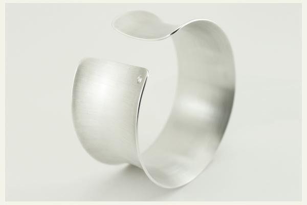 ♥  Silber Armreif mit Diamant - gewölbt, breit ♥  von Rein-Gold-Perle auf DaWanda.com