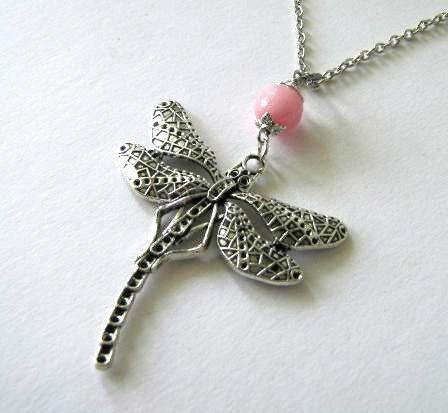 Zilveren libelle ketting met gefacetteerde roze jade