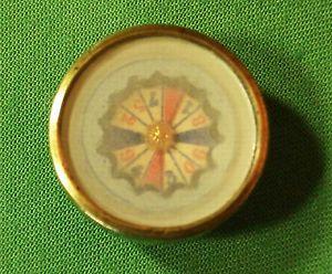 Rare-bouton-de-col-XIXeme-a-inclusion-d-039-un-jeu-roulette-de-casino-collection