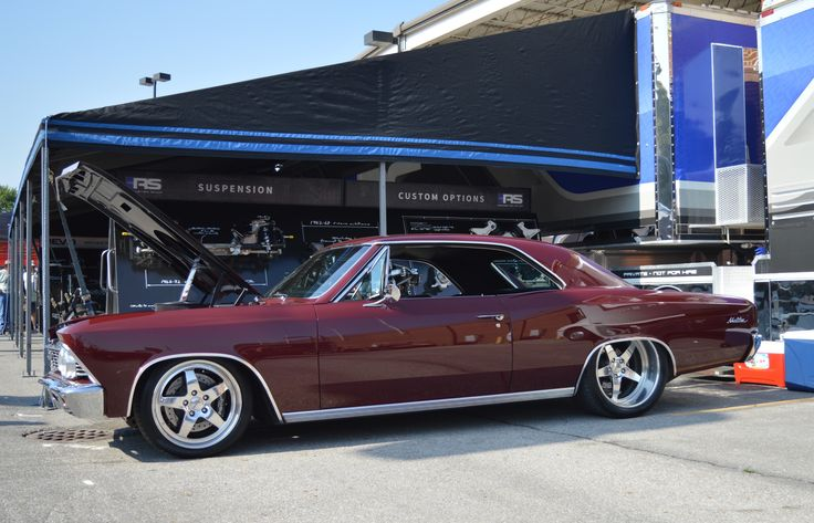 The perfect mix of old-school cool with modern performance? Mike's awesome '66 #Chevelle is powered by a 711HP 572ci big block and rides on a #RoadsterShop FAST TRACK chassis, Wilwood disc brakes, 265/35ZR18 & 335/30ZR20 Pirelli P-Zero tires, and 18x10/20x12 #Forgeline #SO3P wheels with a Polished & Clear Coated finish!