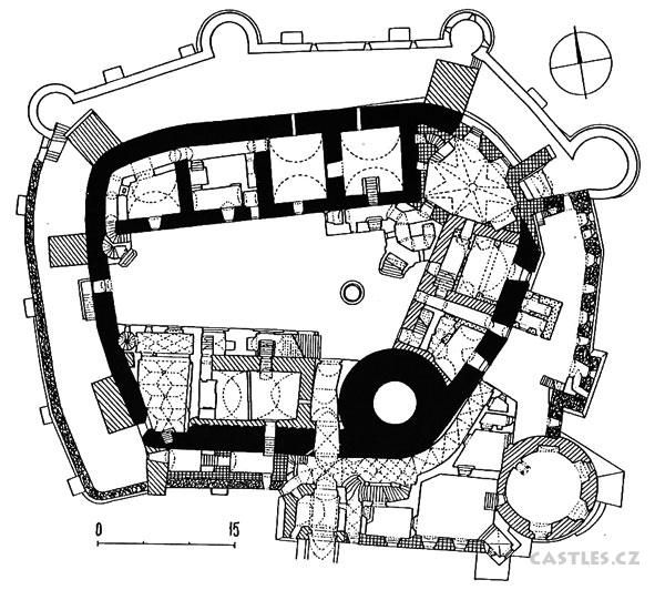Bouzov, inner plan. The interior hall is entered from the arcade to the left of the round tower at the bottom of the plan. Stone walls are very thick and butressed to go up several stories, even thicker for the tower.