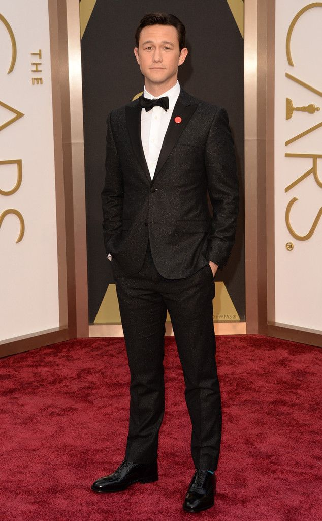 A Calvin Klein tux for Joseph Gordon-Levitt from 2014 Oscars Red Carpet Arrivals | E! Online