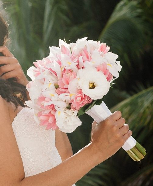 Pale Pink Wedding Flower Bouquets: 25+ Best Ideas About Iris Bouquet On Pinterest