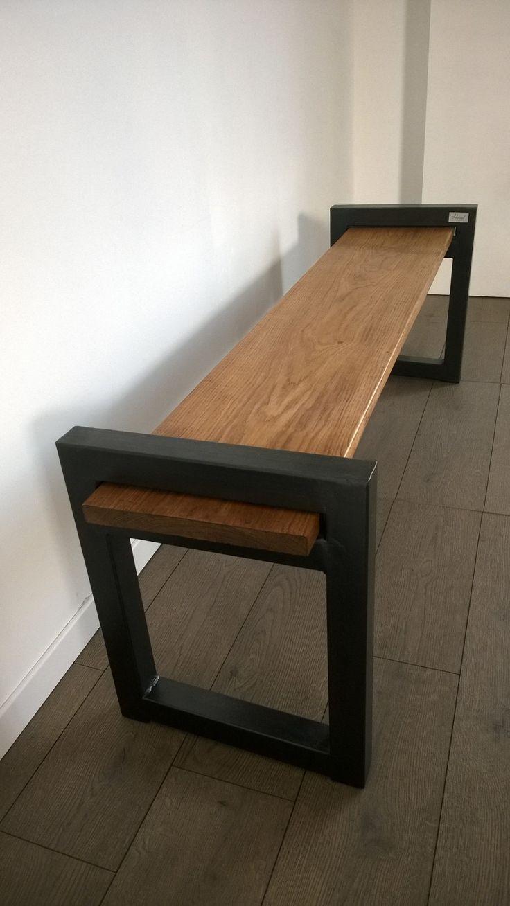 Banc de style industriel et minimaliste en bois et métal réalisée sur-mesure pour la galerie Signature Création aux Sables d'Olonnes