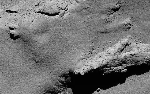 Addio Rosetta! La sonda spaziale ha terminato la sua missione atterrando sulla cometa 67P/Churyumov-Gerasimenko Pco fa l'ESA ha confermato che la sonda spaziale Rosetta ha compiuto l'atterraggio controllato sulla cometa 67P/Churyumov-Gerasimenko, nella regione chiamata Ma'at, terminando la sua missione. #esa #rosetta
