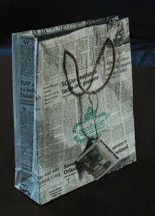 tidningspapper, presentpåse