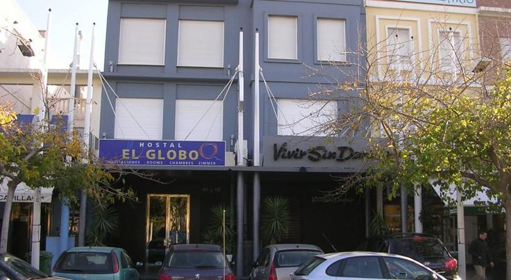 El Globo Valencia Located right on the coast, this recently restored hotel is just 10 minutes from the centre of town and has a charming bar where you can enjoy a game of pool.