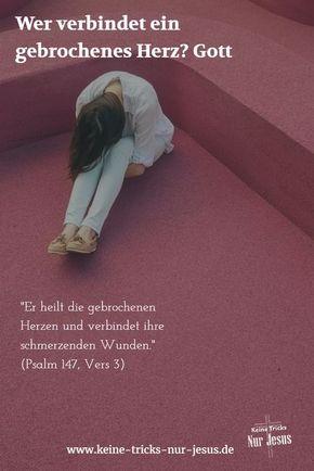 Jesus, Mensch-gewordener Gott, ist nichts fremd, was wir durchmachen und durchleiden könnten. Er wurde betrogen, belogen, hintergangen, verlacht und verhöhnt. Jesus versteht Sie. Angst und Traurigkeit? Zu Tode betrübt sein? Jesus weiß, wovon Sie ihm erzählen (Matthäus 26:37-38). Tragen Sie also was auch immer Sie belastet und fertig macht im Gespräch zu Jesus. Er hört zu. Und er weiß, wovon Sie reden.