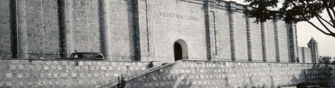 """Fundado por Ley del primer Congreso de la República el 28 de julio de 1823, el Museo Nacional de Colombia, tuvo varias sedes. Desde 1948 se encuentra en la antigua Penitenciaría Central de Cundinamarca, conocida como """"Panóptico""""."""