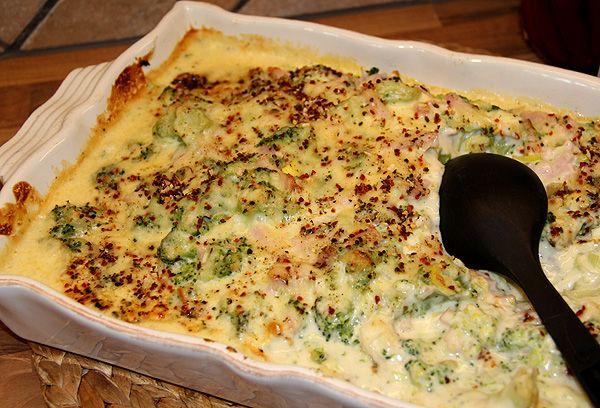 broccoli_lchf_broccoligratäng_nyttigt_matlådor_lunch_recept_tips_middagstips_kassler_purjolök_ostsås_gratäng