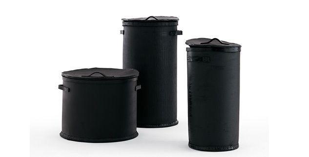 #OpinionCiatti #Poubelle sono contenitori in gomma nera dall'aspetto rustico di forma cilindrica, adattabili a molteplici usi. #PaolaNavone disegnando i contenitori Poubelle coniuga il design moderno con la tradizione artigianale.