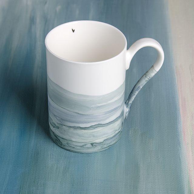 Hand painted porcelain mug by OLGA KABIE @OLGA KABIE #bonechina #olgakabie #mug #blue #ocean #gift #porcelain #sea