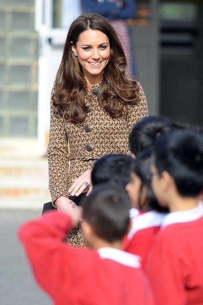 Kate Middleton - Kate Middleton Visits Rose Hill School