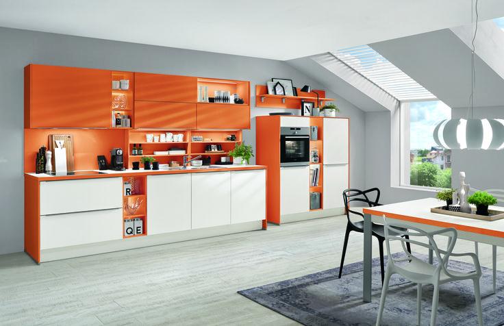 Kuchyně jasně oranžová + bílá