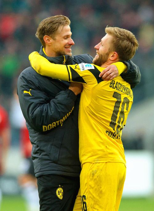 """Hug me."" #BorussiaDortmund"
