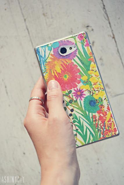 DIY smartphone case. Silicone case personalized with printed paper. Lovely!