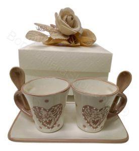 Servito tet a tet caffè confezionato con rosa e confetti