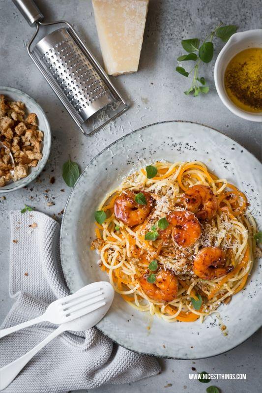 Pasta Rezept Spaghetti mit Butternut Kürbis Nudeln, Garnelen, brauner Butter, Toast Knuspercrunch, parmesan