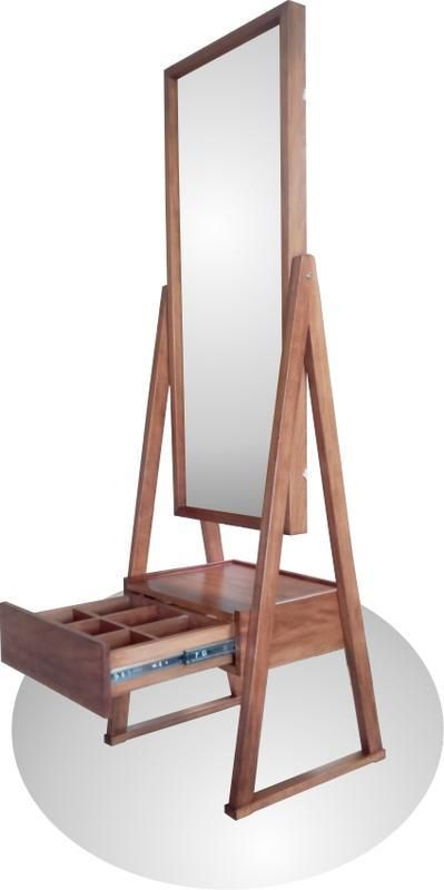 Masif Ahşap Ayaklı Ayna, Çekmeceli. Masif ahşap ayaklı ayna. Bir adet çekmeceli.,