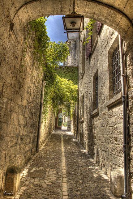 Uzès dans le Gard. Je travaille dans cette ville.