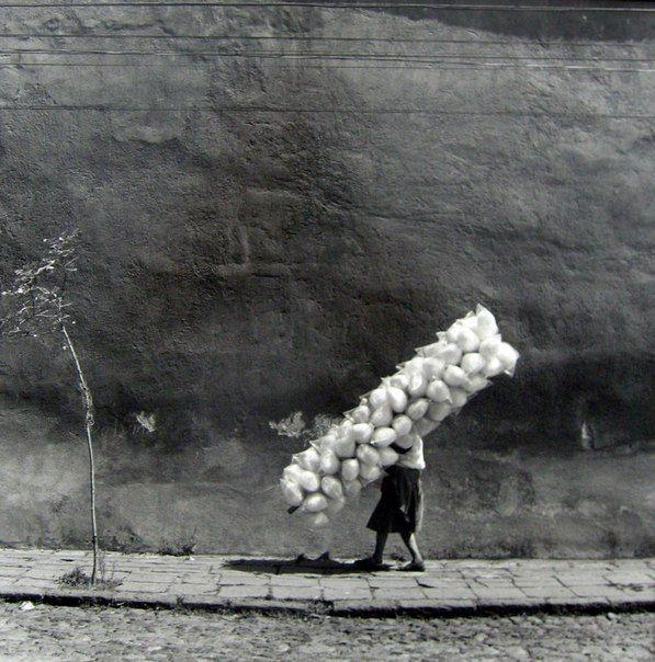 Черно-белая уличная фотография кубинца Марио Algaze