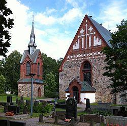 Vantaan Pyhän Laurin kirkko ja kellotapuli rakennettu 1400-luvulla