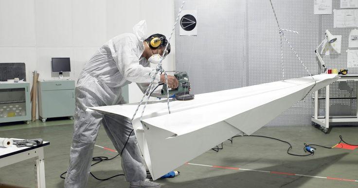 Projetos de ciência sobre a aerodinâmica em túneis de vento. Os túneis de vento são utilizados para controlar o fluxo de ar que passa por um objeto. Uma série de ventiladores gigantes impulsionam ar através de um túnel de formato arredondado. O objetivo deste experimento é o ar passar por um objeto sólido (como um carro, avião ou um modelo de uma estrutura).Os túneis de vento são utilizados em inúmeros ...