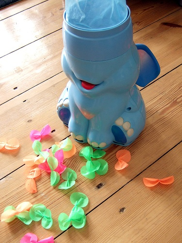 OMG Elefun, I loved this game so much. The elephant blows ...