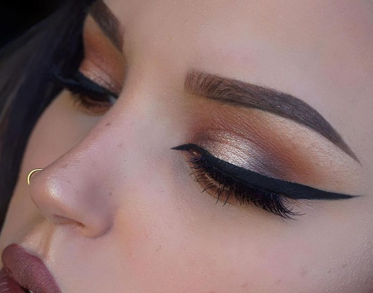 @thomasrachel Looks flawless with a dramatic wing created with the help of our Schwing Liquid Eyeliner!