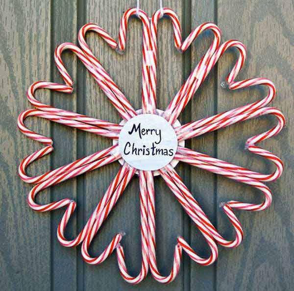 Ghirlanda natalizia fai da te con bastoncini di zucchero