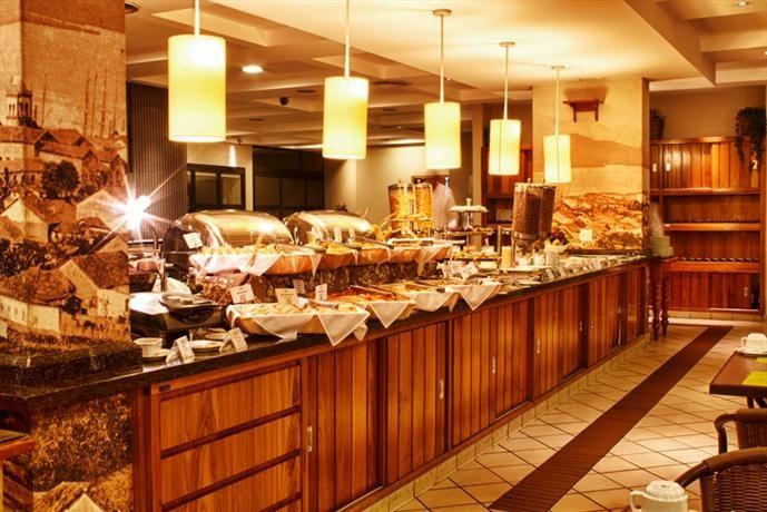 Mendes Plaza Hotel oferece almoço de Dia das Mães no restaurante The Garden :: Jacytan Melo Passagens
