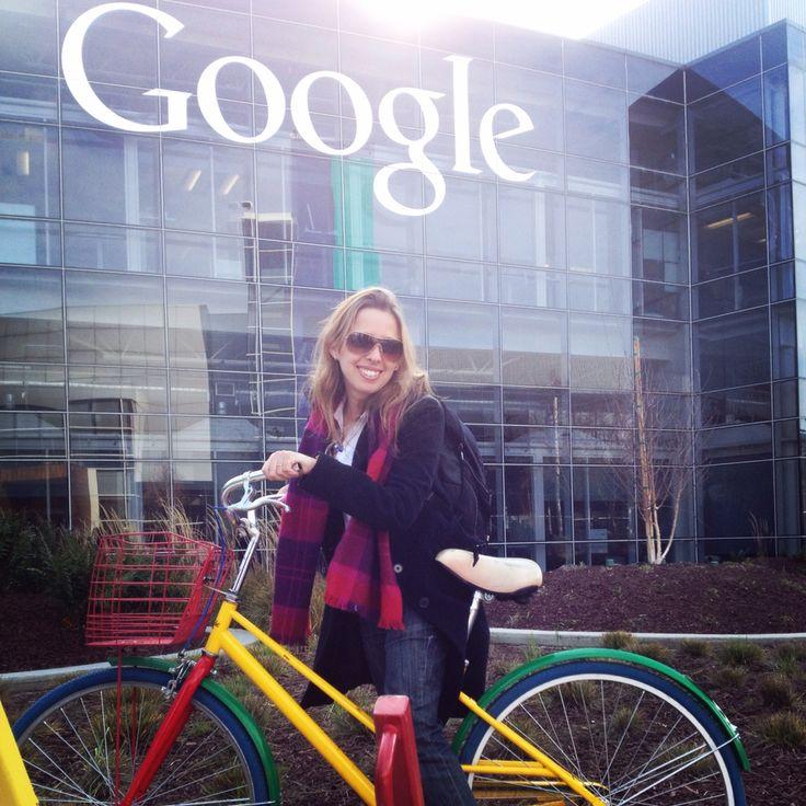 Porque eu sou descoladona e catei a bike do Google, em frente ao prédio icônico do Google, depois da lodjinha do Google, em dia de reunião no Google. #caipira no #google