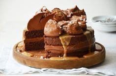 Slavnostní dort se slaným karamelem