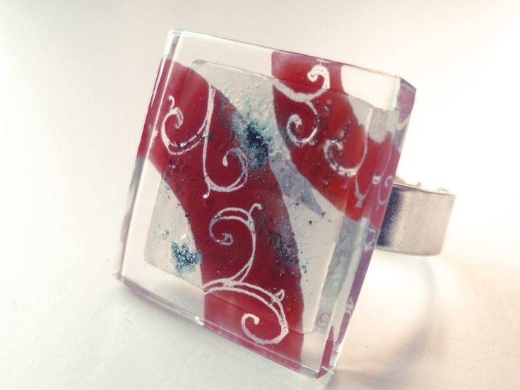 """Glass and adjustable ring """"ivy"""" Anillo de talla autoajustable de vidrio hiedra roja en tonos rojo y blanco. Pintado a mano. Tamaño de la pieza de 2 cms. x 2 cms. corte vidrio 0,..."""