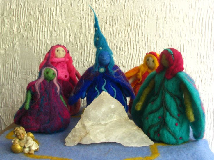needle-felt witches  by mialma.cl