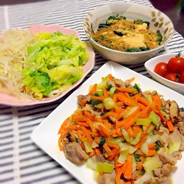 お疲れ様です(^ω^) 初めて塩麹使いました! お肉が柔らかくなって、野菜の甘さが引き立つ〜\(^o^)/ - 31件のもぐもぐ - 塩麹の野菜炒め、キャべもや、ほうれん草のおひたし、ミニトマト☆ by goliveakg22