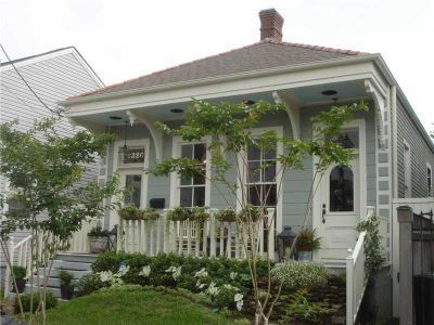 2320 Annunciation Street in New Orleans. Charming cottage for sale.