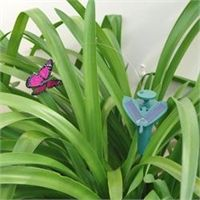 Solar Powered Fluttering Butterfly-http://ponderosa.co/l1001/index.php/2015/08/19/solar-powered-fluttering-butterfly/