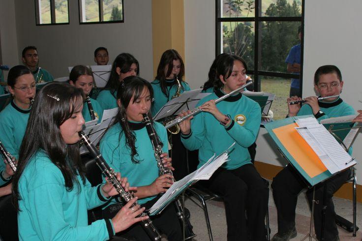 9-Inauguración Sede Sonsón. 2006. Escuela de Música Semillas de Paz de Sonsón.